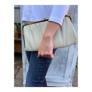 Vintage 💕Cream Beige Leather Brass Clutch Purse
